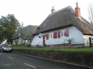 """""""Thatched cottages in West Street - geograph.org.uk - 1056530"""" by Basher Eyre. Licensed under CC BY-SA 2.0 via Wikimedia Commons - https://commons.wikimedia.org/wiki/File:Thatched_cottages_in_West_Street_-_geograph.org.uk_-_1056530.jpg#/media/File:Thatched_cottages_in_West_Street_-_geograph.org.uk_-_1056530.jpg"""